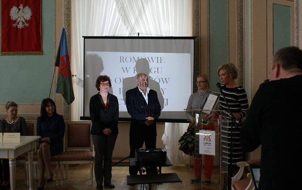 """""""SPOŁECZNOŚĆ ROMSKA - TRADYCJA I WSPÓŁCZESNOŚĆ"""" - KONFERENCJA NA MIĘDZYNARODOWY DZIEŃ ROMÓW"""